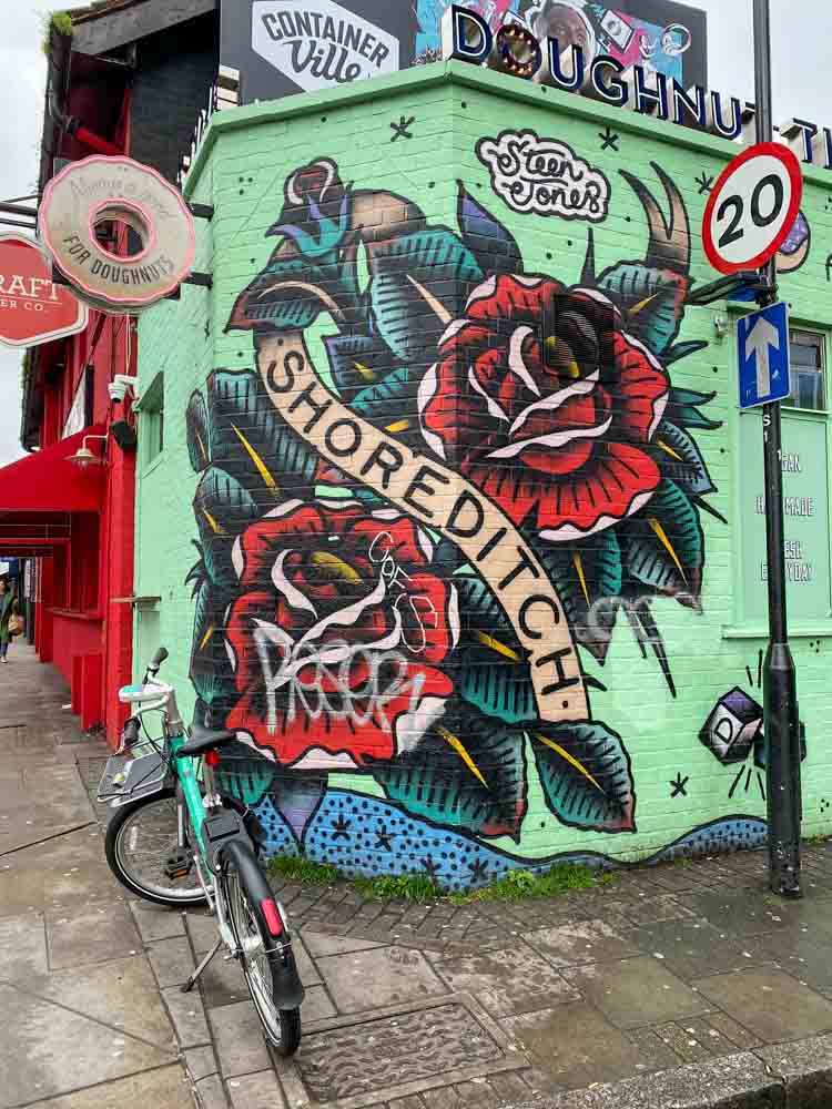 London Shoreditch mural Steen Jones