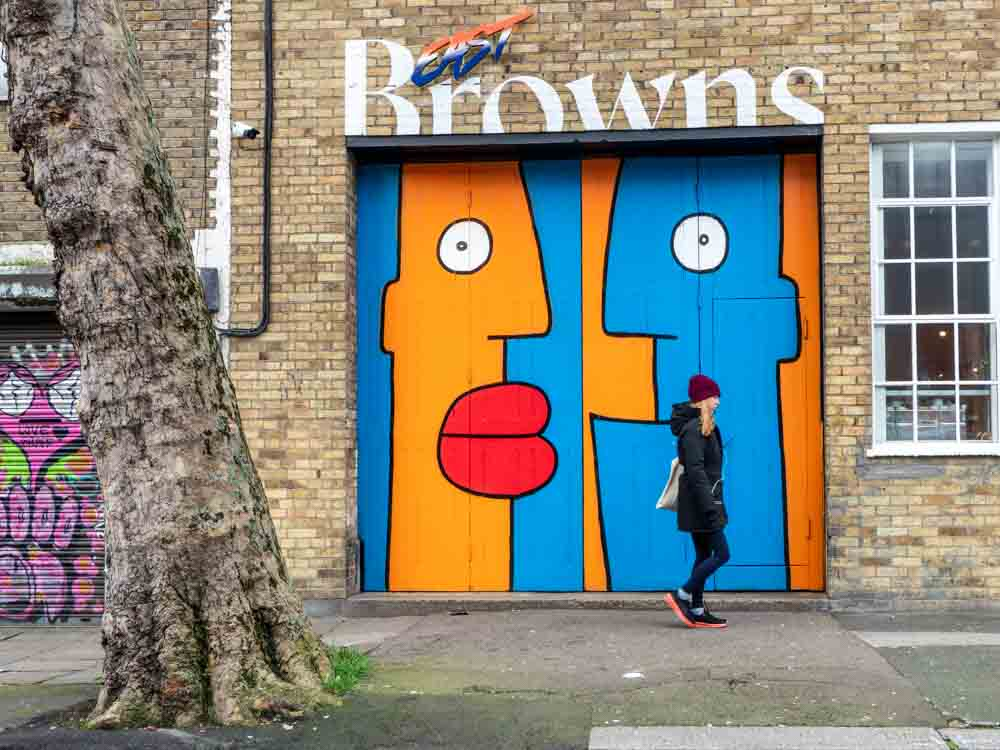 Shoreditch Bethnel green mural by Thierry. Blue and orange faces with red lips