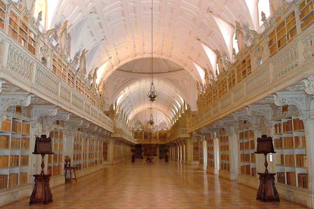 Beautiful libraries around the world: Biblioteca do Convento de Mafra Mafra Palace library with domed ceiling and shelves