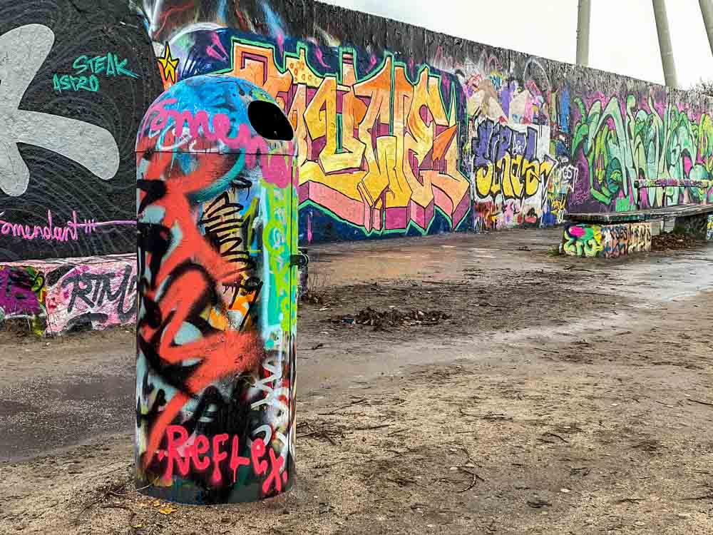 Mauer Park Berlin- graffiti garbage can