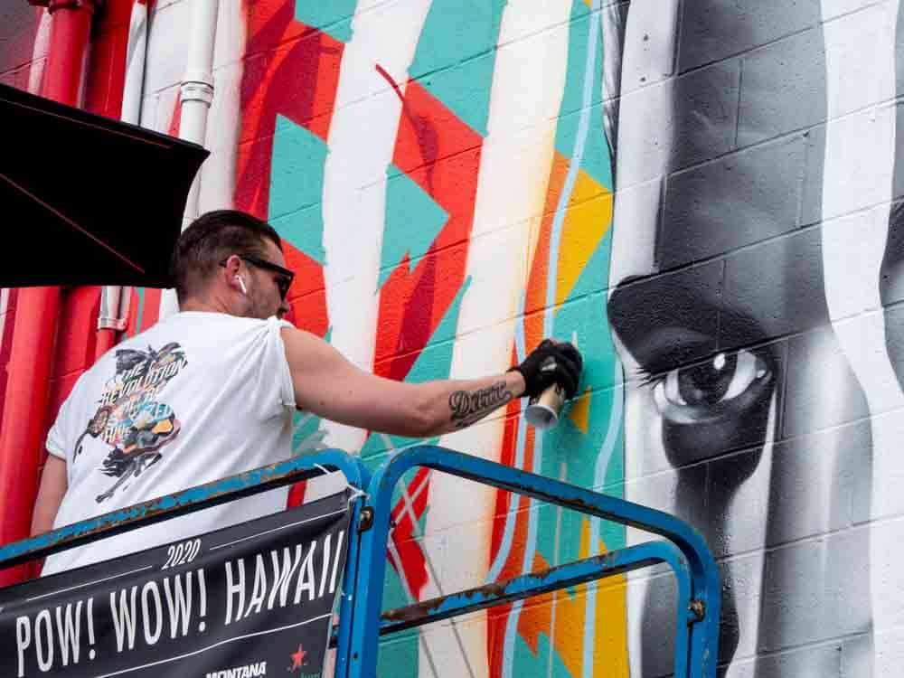 Tristan Eaton painting a mural during POW!WOW! Hawaii 2020