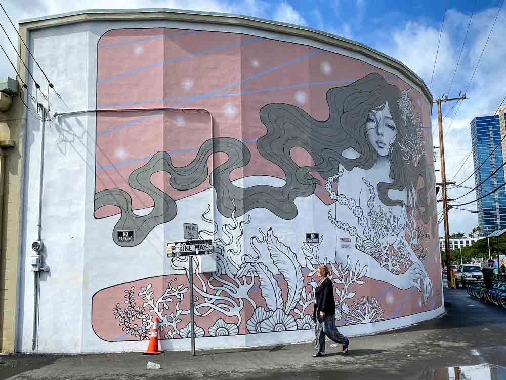Audrey Kawasaki mural in Honolulu. Sea woman with a pink background