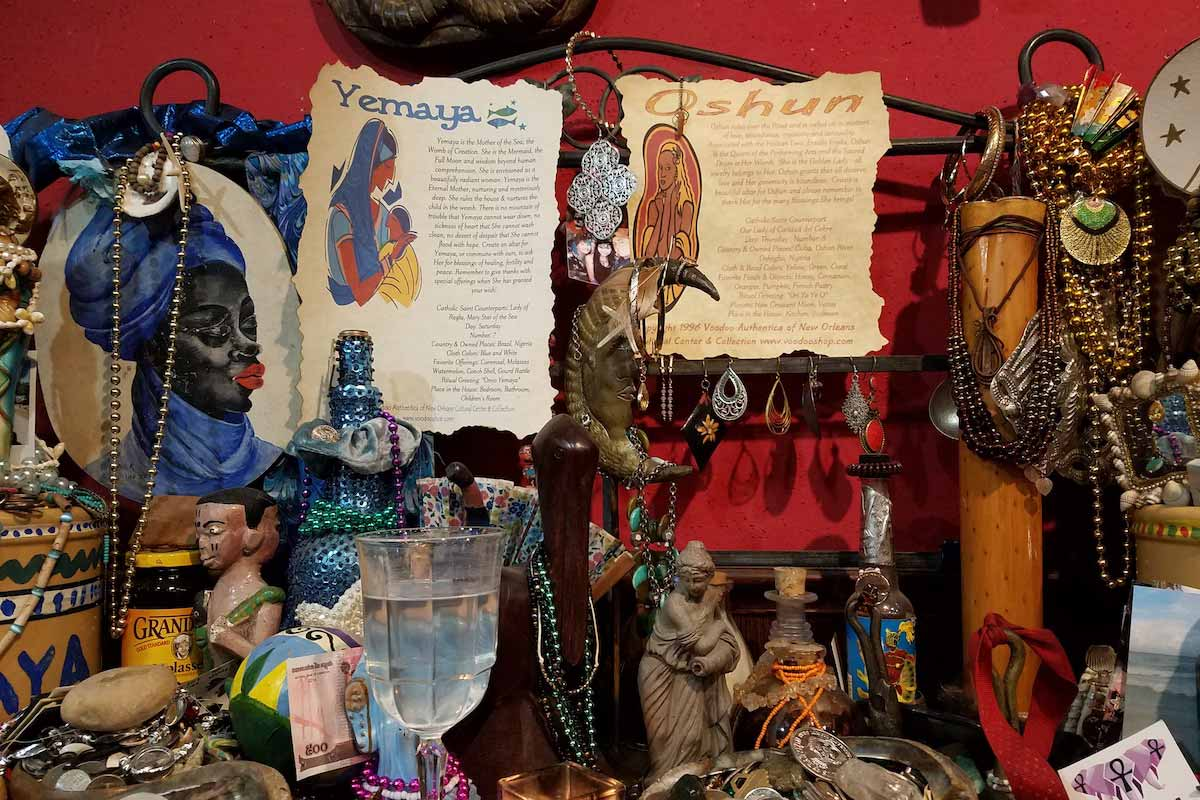 New Orleans Voodoo Museum. Exhibits, grisgris and offerings